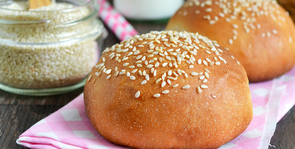 Panini di sesamo con farina per pane