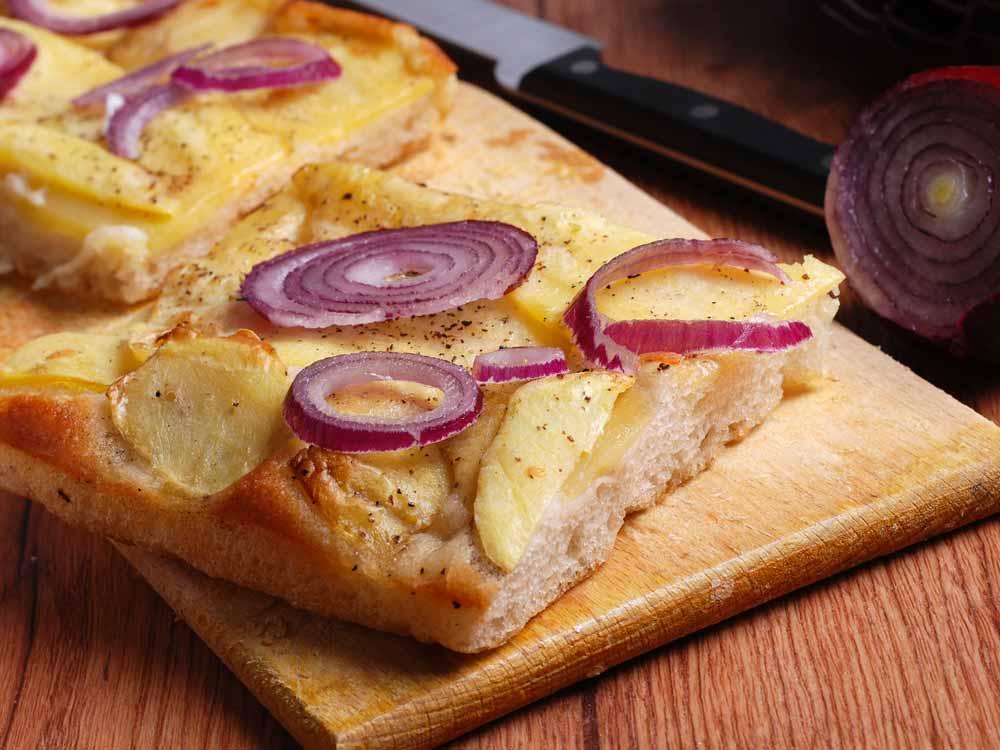 BIANCO – Focaccia con papate e cipolle